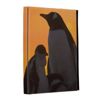 Un adulte et un poussin de pingouin de gentoo se coques iPad