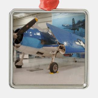 Un avion de combat de la deuxième guerre mondiale ornement carré argenté
