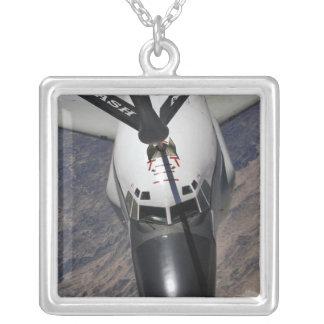 Un avion de reconnaissance de jonction à rivets pendentif carré