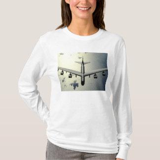 Un B-52 Stratofortress en vol 2 T-shirt
