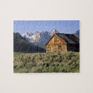 Un cabine de rondin et les montagnes de dent de sc puzzle