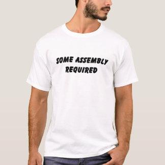Un certain T-shirt requis par assemblée