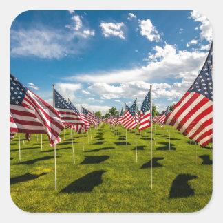 Un champ des drapeaux américains sur le souvenir sticker carré