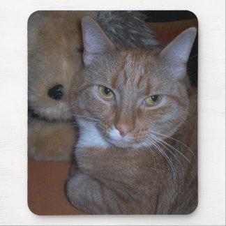 Un chat réfléchi tapis de souris