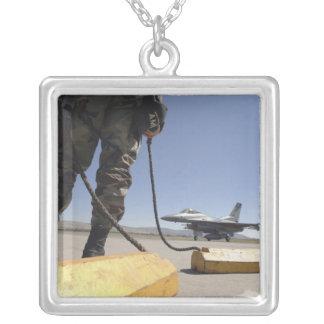 Un chef d'équipe de l'Armée de l'Air d'USA Collier