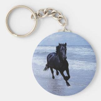 Un cheval sauvage et libre porte-clé rond