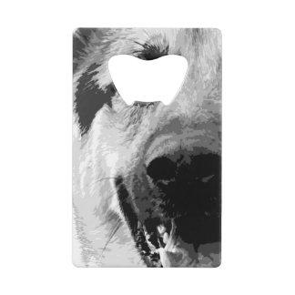 Un chien de berger allemand noir et blanc