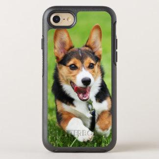 Un chiot heureux et énergique de corgi de Gallois Coque OtterBox Symmetry iPhone 8/7