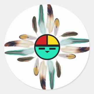 Un dieu soleil de Zia avec des plumes Sticker Rond