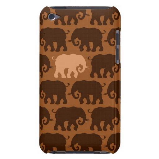 Un éléphant beige dans un troupeau de Brown Étui Barely There iPod