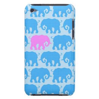 Un éléphant rose dans un troupeau de bleu coque iPod touch Case-Mate