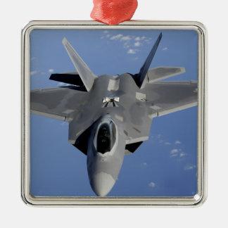 Un F-22 Raptor prend position pour recevoir le F2 Ornement Carré Argenté