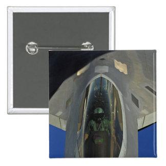 Un F-22 Raptor reçoit le carburant d'un KC-135 Badges