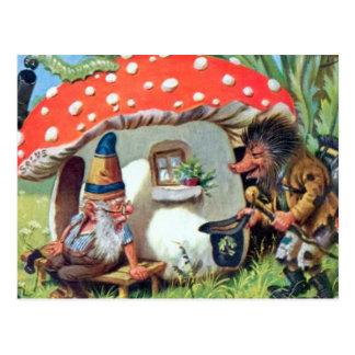 Un gnome vivant dans un cottage de champignon carte postale