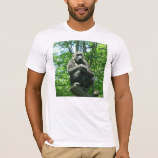 Un gorille dans la pensée profonde t-shirt