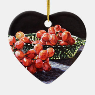 Un groupe de raisins rouges ornement cœur en céramique