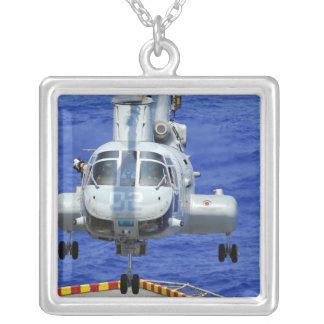 Un hélicoptère de chevalier de mer de CH-46E Pendentif Carré