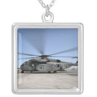 Un hélicoptère de dragon de mer de MH-53E Pendentif Carré