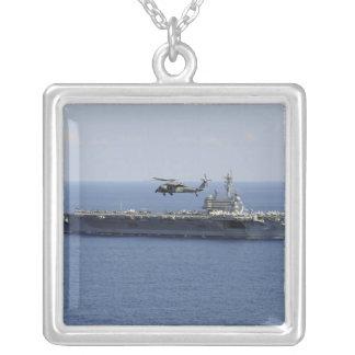Un hélicoptère de MH-60S Seahawk Pendentif Carré