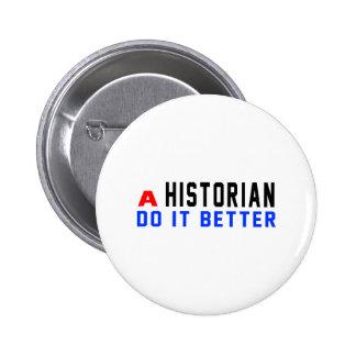 Un historien il améliorent badges avec agrafe