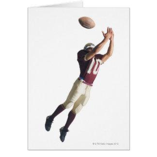 un joueur de football d'afro-américain en rouge et cartes
