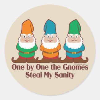 Un les gnomes volent ma santé d'esprit sticker rond