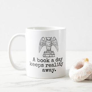 Un livre par jour garde le hippie parti d'amoureux mug