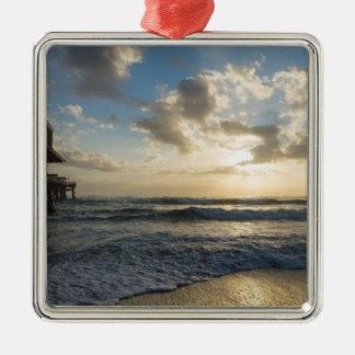 Un matin glorieux de plage ornement carré argenté