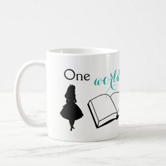 Un monde tombe à l'autre mug