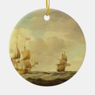 Un navire amiral anglais sous la voile facile dans ornement rond en céramique