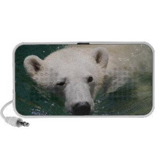 Un ours blanc refroidissant juste haut-parleur portable