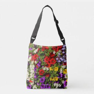 Un panier coloré des fleurs d'annuaire d'été sac