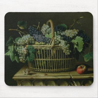 Un panier des raisins tapis de souris