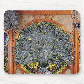 Un paon du panneau central d'une peinture murale tapis de souris