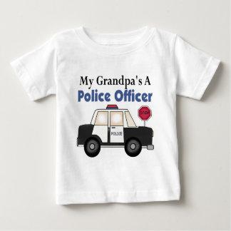 Un policier du grand-papa t-shirt pour bébé