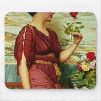 Un rose rouge et rouge tapis de souris
