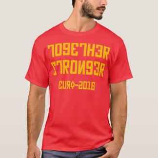 Un T-shirt russe ensemble plus fort