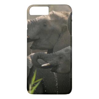 Un troupeau d'éléphants africains (Loxodonta Coque iPhone 7 Plus