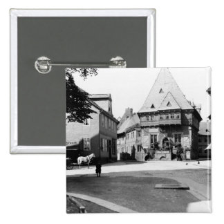 Un vieil hôtel dans la place, Goslar, c.1910 Badge