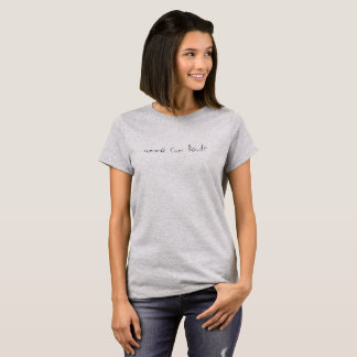 une chemise avec une expression sur le gris t-shirt