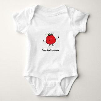 Une combinaison chaude de bébé de tomate body