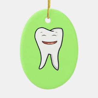Une dent très heureuse ornement ovale en céramique