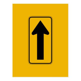 Une droite de flèche de direction, trafiquent des carte postale