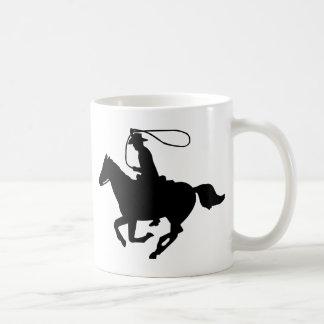 Une équitation de cowboy avec un lasso. tasse à café
