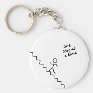 """""""une étape à la fois"""" collent l'homme sur le porte porte-clés"""