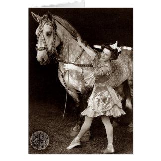 Une fille et un cheval de cirque carte de vœux