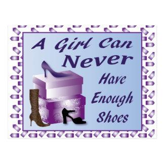 Une fille peut ne jamais avoir assez de chaussures carte postale