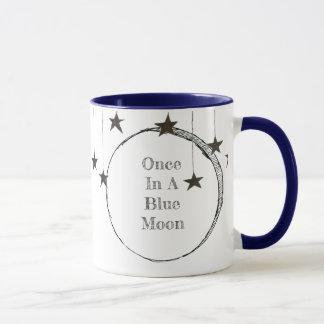 Une fois dans une tasse fantaisie de lune bleue