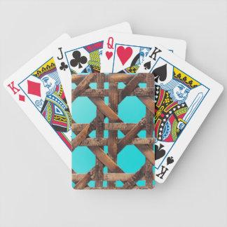 Une macro photo de la vieille vannerie en bois jeux de cartes