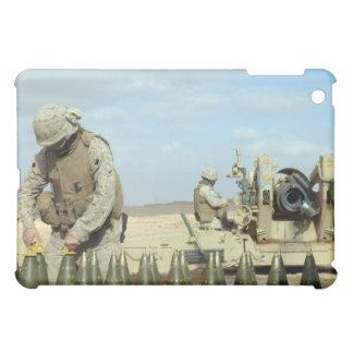 Une marine des USA dispose des ronds d'obusier Étui iPad Mini
